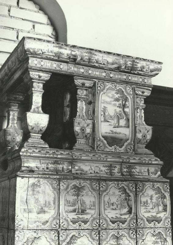 piec w bibliotece fragment pałac Mosty